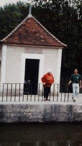 Vacataire avec Le titulaire de L'écluse de Toussac derrière chez son frère André & Michelle.